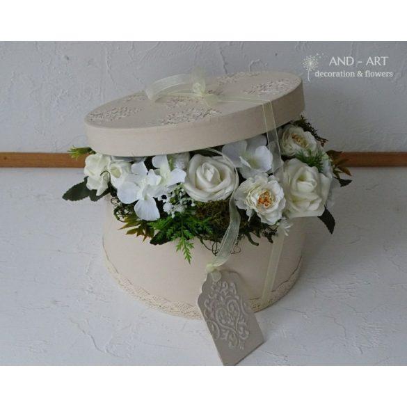 Elegáns virágdoboz különleges alkalmakra...Esküvő, szülőköszöntő, anyák napja,születés.
