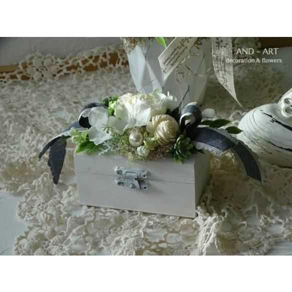 Romantikus gyűrűtartó-esküvői kiegészítő