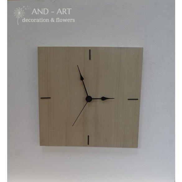 Négyzet alakú modern falióra különleges fafajból.