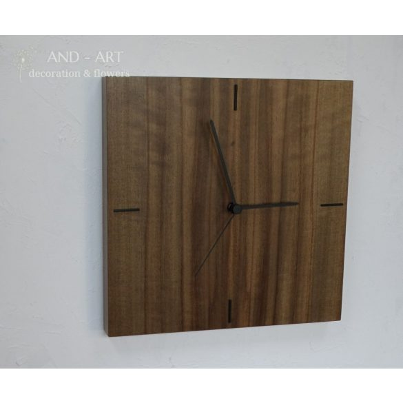 Modern falióra, különleges fafajból