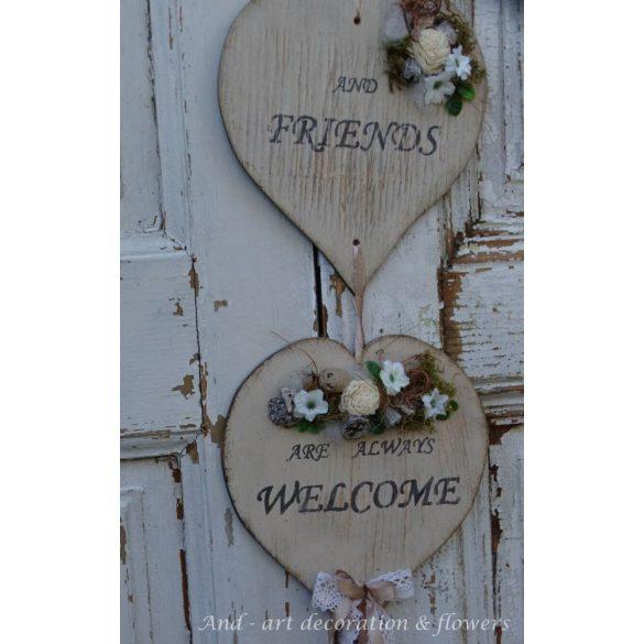 Négy szívből álló feliratos ajtódísz, selyemvirággal és termésekkel