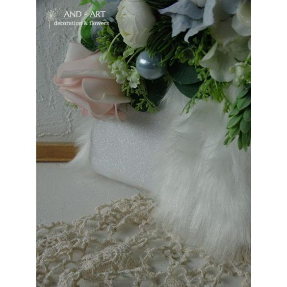 Trendi táskacsokor téli esküvőre.