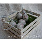 Húsvéti tojás kínáló...