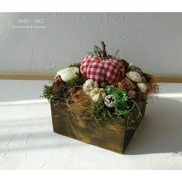 Piros kockás textil tökkel díszített fa doboz