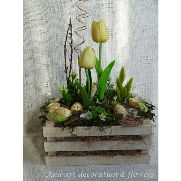 Tavaszi-dekoráció-asztaldísz-egyedi-fa-ládában