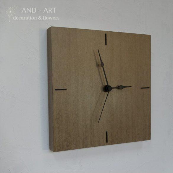Modern falióra, különleges fafajból.