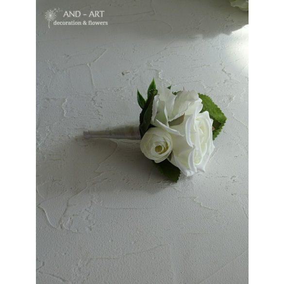 Vőlegény kitűző hófehér virágból.