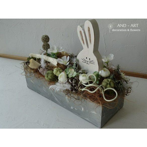 Modern tavaszi asztaldísz. Húsvéti dekoráció, asztaldísz.